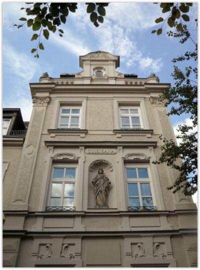 Appartement in einem Denkmalschutzobjekt in München-Solln zu verkaufen.