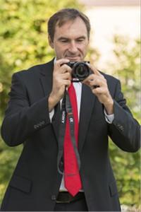 Rainer Fischer bei professioneller Exposeerstellung