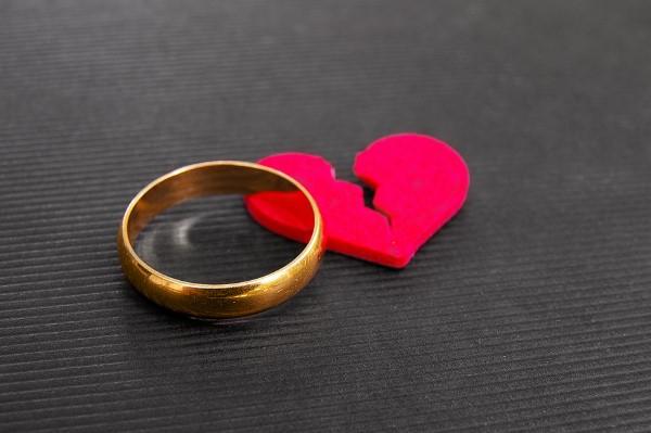 Wie geht man mit dem Hausverkauf nach einer Scheidung um.