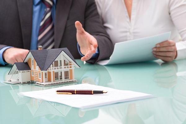 Welches Risiko gehe ich beim Kauf eines vermieteten Hauses ein?