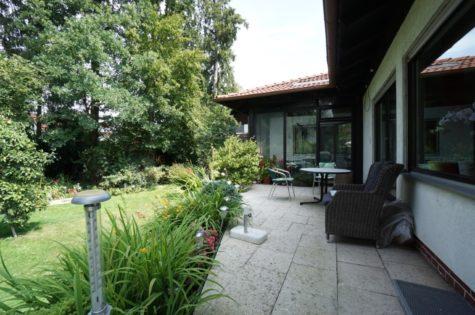 Walmdachbungalow mit parkähnlichem Grundstück in Germering-Unterpfaffenhofen, 82110 Germering, Bungalow