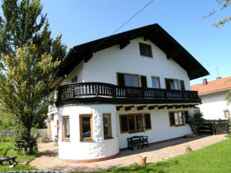 VERKAUFT – Großes Landhaus  in Straßlach-Dingharting, 82064 Straßlach-Dingharting, Zweifamilienhaus