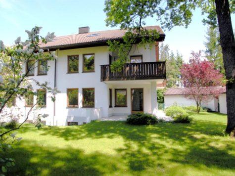VERKAUFT – Großzügige Doppelhaushälfte auf großem Grund in Gräfelfing, 82166 Gräfelfing, Doppelhaushälfte
