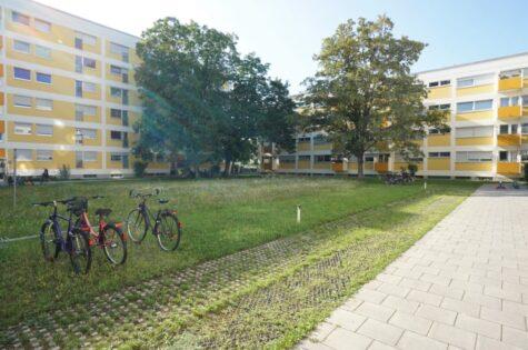 VERMIETET – 5-Zi-Wohnung ganz oben, mit Blick auf den Lerchenauer See, 80995 München, Etagenwohnung