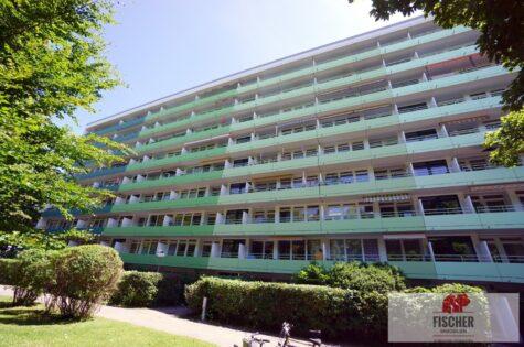 VERKAUFT – Vermietete, helle u. ruhige 4-Zi. – Johanneskirchen auf großem Parkgrundstück, 81927 München, Etagenwohnung